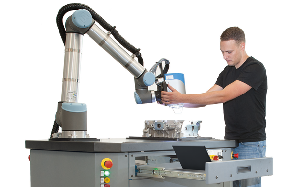 Alicona Compact Cobot with worker